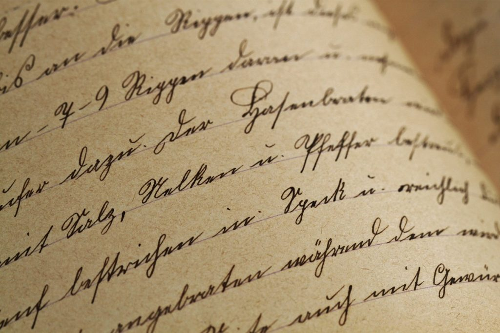 Крафт-бумага с рукописным текстом