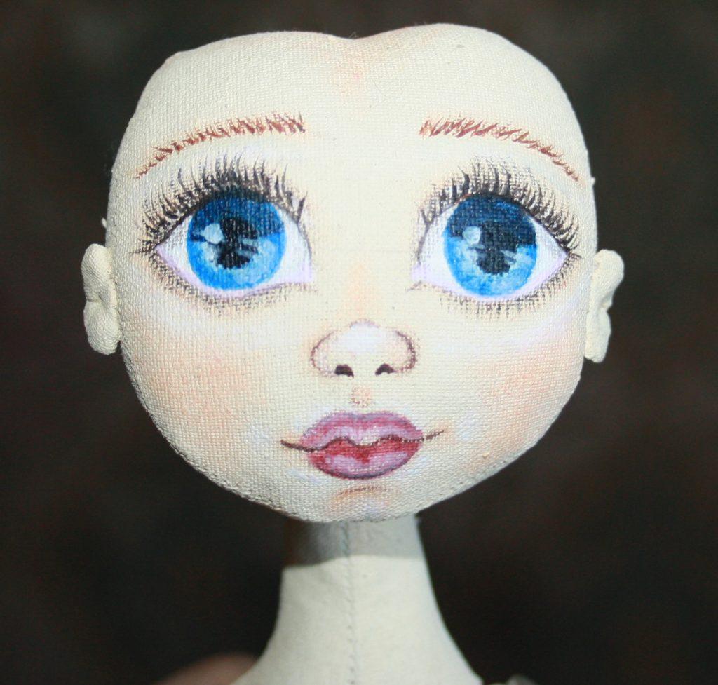 Рисуем кукле губы