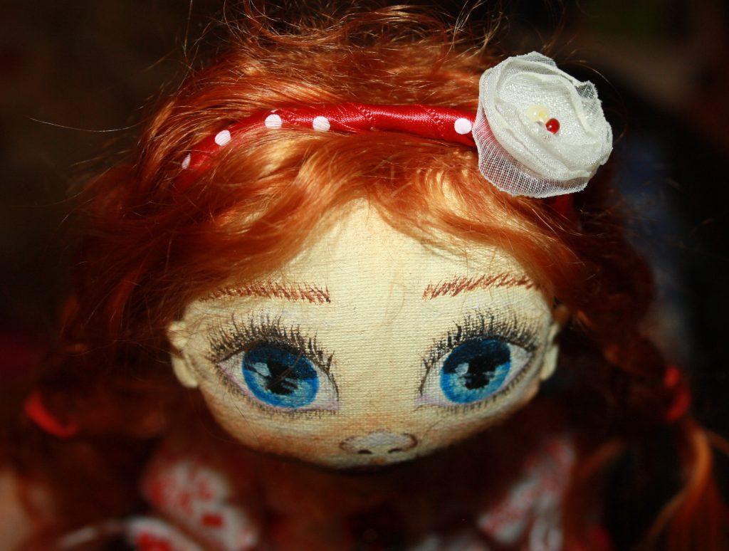 Примеряем ободок кукле