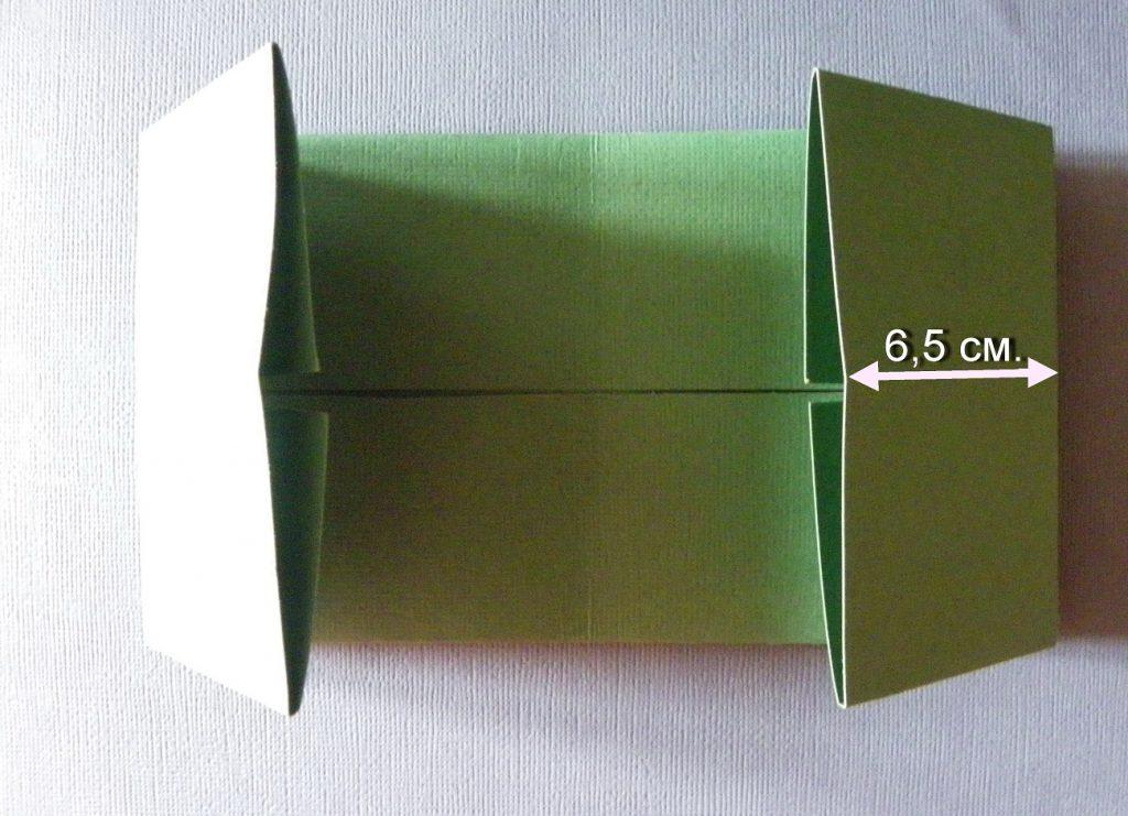 Загибаем боковые стороны бумаги